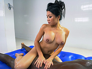 Asian massage with more than a happy ending image 2